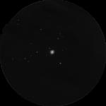 M 15: Kugelsternhaufen sind bei moderater Lichtverschmutzung dankbare Objekte für ein Fernglas. Wie hier M 15, zeigen sich Kugelsternhaufen oft als Wattebäusche, eingerahmt von einem schönen Sternfeld. Der aufmerksame Beobachter wird aber auch im Fernglas schon die unterschiedliche Struktur dieser gigantischen Sternansammlungen erkennen.